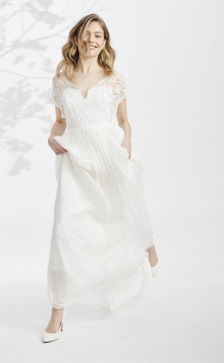 Boho-Brautkleid mit Spitzenärmeln: Dhama